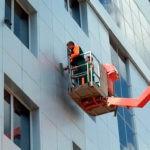 moika-fasada-zdaniya-alpinistami